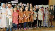 Pasyjna inscenizacja w szkole w Grabowie-Wałdykach
