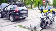 Motocyklista zderzył się z volvo. Wypadek na al. Grunwaldzkiej [ZDJĘCIA]