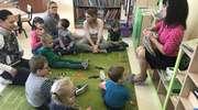 Dzień Książki i wizyta w bibliotece przedszkolaków Centrum Edukacji przy ŚDS w Olecku