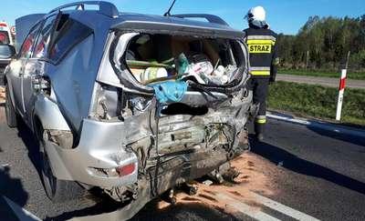 Trzy samochody zderzyły się w Gietrzwałdzie. Dwie osoby przewiezione na obserwację
