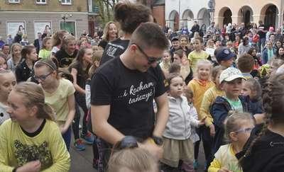 Taneczny flash mob na olsztyńskiej starówce