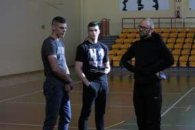 Od lewej: Sebastian Kuźniak, Michał Kuźniak i trener Tomasz Zaremba