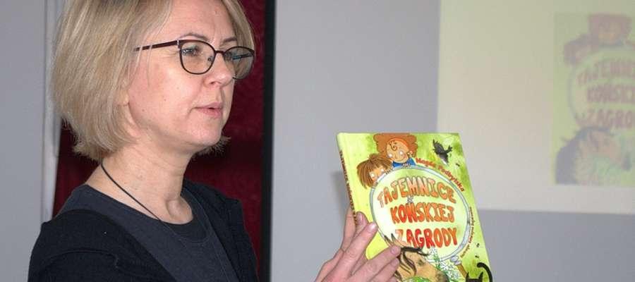 Magda Podbylska zaprezentowała uczniom kilka swoich książek
