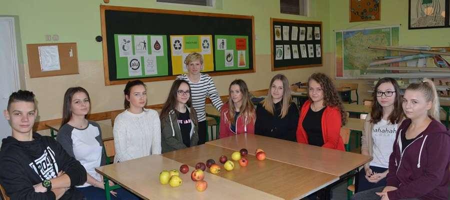 Młodzi sadownicy mówią, że chcieliby przywrócić tradycyjne odmiany jabłoni w naszym powiecie.