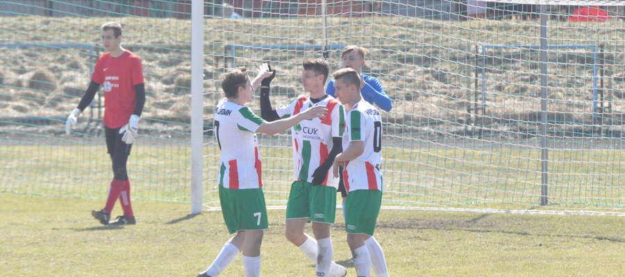 Bartłomiej Nowacki (w środku) popisał się hat-trickiem fot. mo