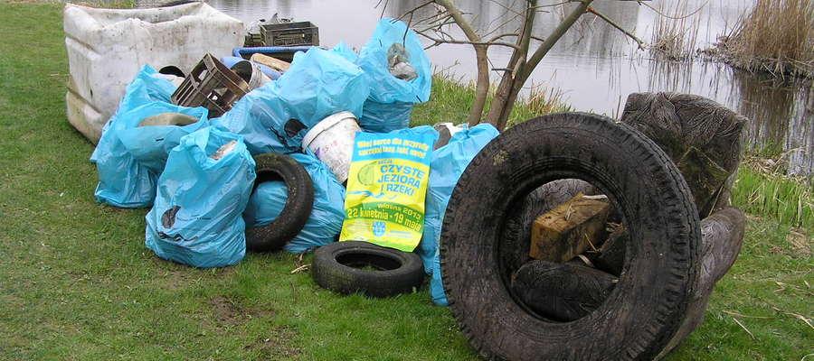 Takie stosy śmieci można wyciągnąć z naszych rzek i jezior, tu akurat śmieci z Iławki i jeziora Iławskiego (za IZNS-ami) w 2013