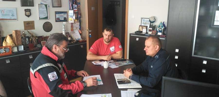 Spotkanie przedstawicieli służb ratowniczych na temat bezpieczeństwa związanego z topniejącym lodem