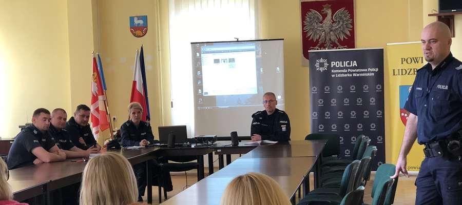Tematem wiodącym spotkania było zagadnienie cyberprzestępczości wśród dzieci i młodzieży.