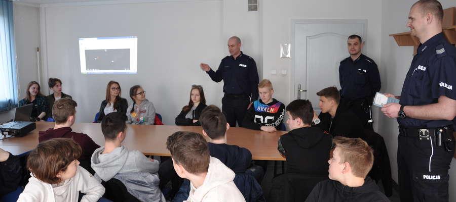 Spotkanie z uczniami Zespołu Szkół Ogólnokształcących miało miejsce w świetlicy orneckiego komisariatu.