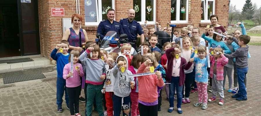 Policjanci z lidzbarskiej komendy odwiedzili uczniów Szkoły Podstawowej w Krekolach