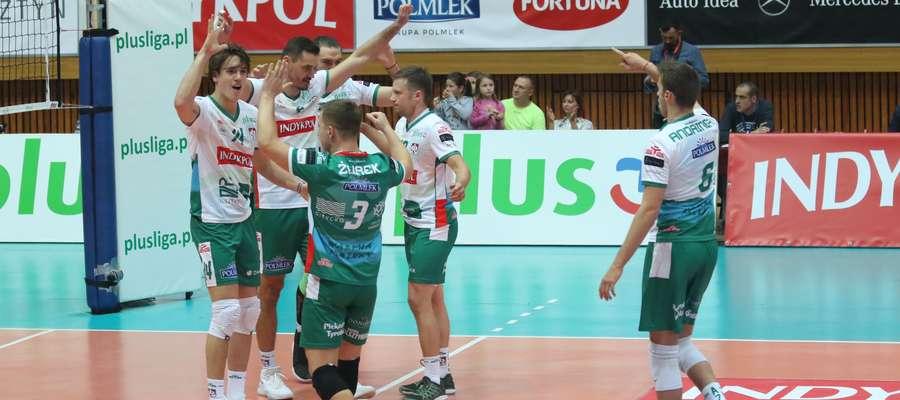 Olsztyńscy siatkarze coraz bardziej cieszą się wspólną grą, wygrywają mecz za meczem (sześć zwycięstw z rzędu) i oby tak zostało do końca sezonu