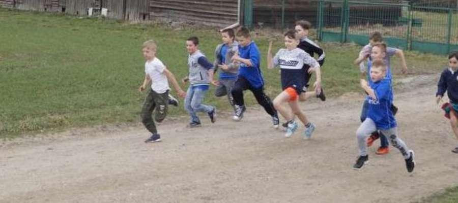 Uczniowie podczas rywalizacji