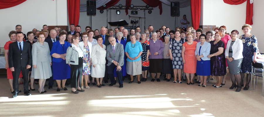 Panie z Koła Gospodyń Wiejskich w Skarlinie i ich jubileuszowi goście