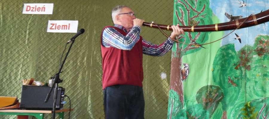 Roman Brochocki zaprezentował 10 instrumentów muzycznych