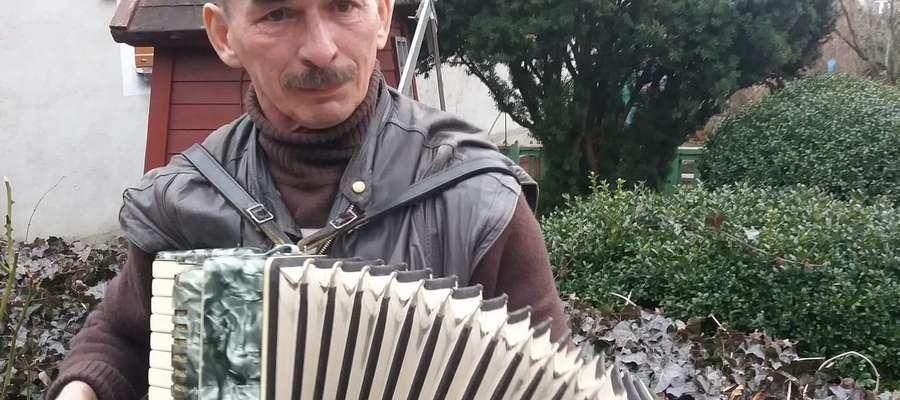 P. Janusz z akordeonem