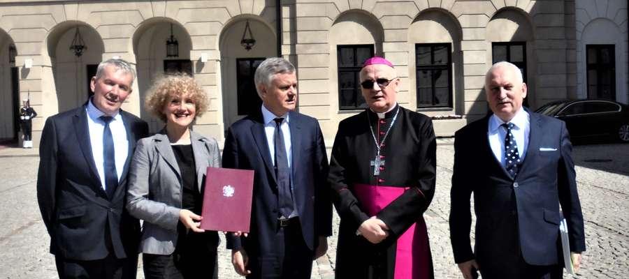 Uroczystość nadania tytułu Pomnika Historii lidzbarskiemu zamkowi oraz innym obiektom miała miejsce w Pałacu Prezydenckim 20 kwietnia.