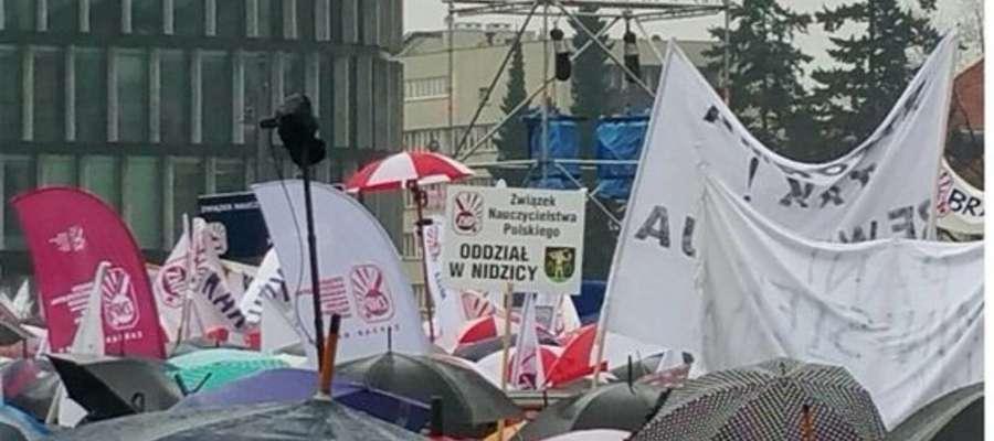 Rok temu nidziccy nauczyciele również brali udział w manifestacji w Warszawie
