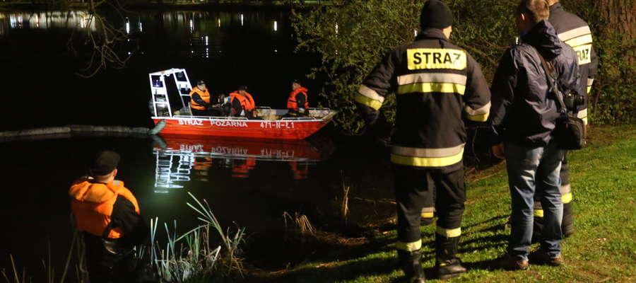 Strażacy w tym roku już kilka razy usuwali chemiczne plamy z powierzchni kętrzyńskiego jeziorka.
