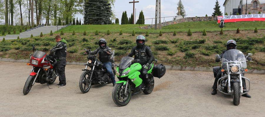 """Do Warpun zawitali również motocykliści z klubu """"RAST"""" Kętrzyn."""