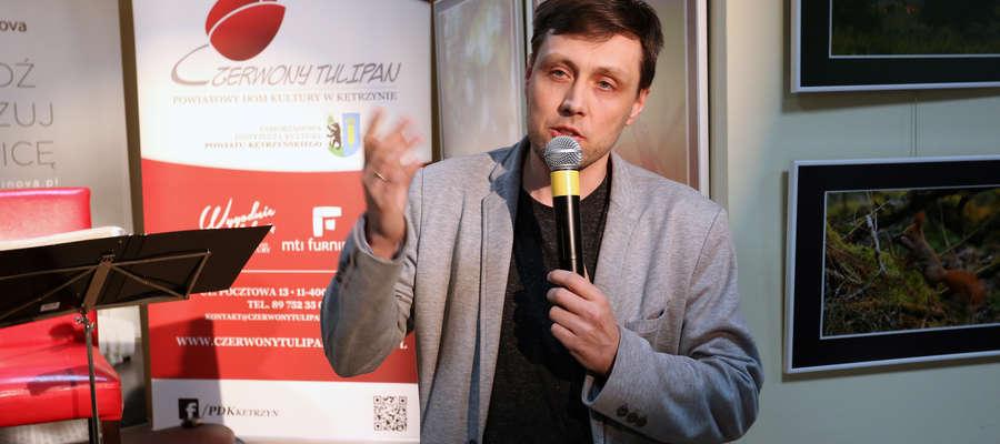 Mirosława Frycę podczas wernisażu wspominał m.in. jego przyjaciel Jarosław Olejnik, również fotograf.