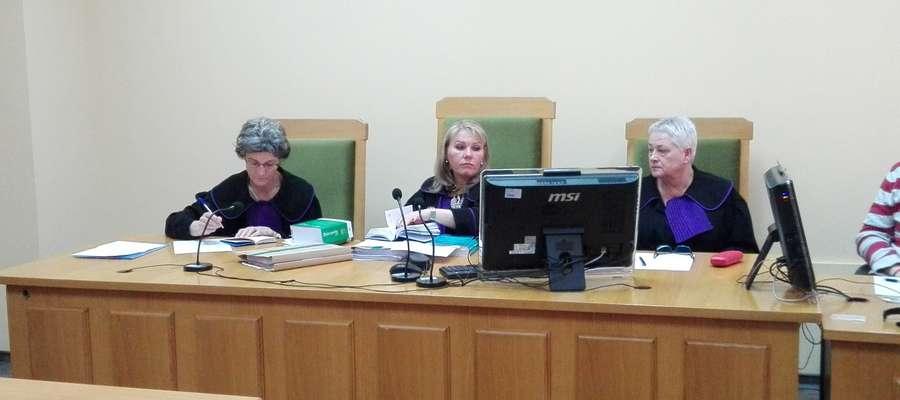Sędzia Monika Wawro poinformowała, że w październiku zostaną przesłuchane kolejne pracownice MOK