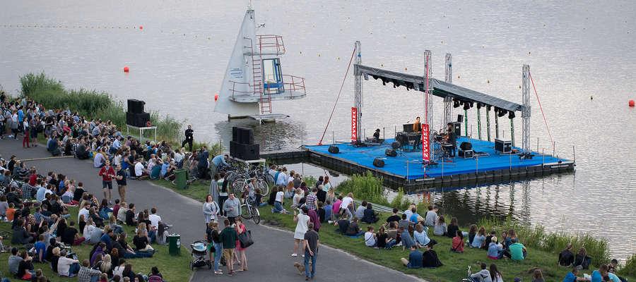 Pływająca scena cieszy się popularnością np. w Poznaniu