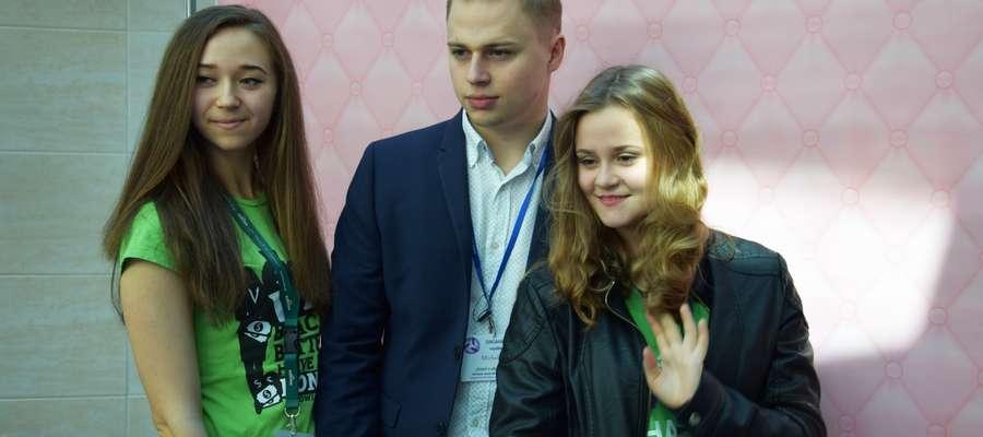 Michał Kuc ( w środku) był jednym ze współorganizatorów Dnia z Ekonomią na UWM