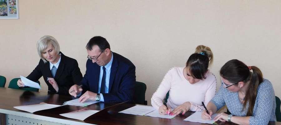 Podpisanie umowy ze stowarzyszeniami
