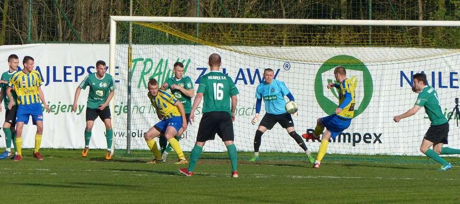 10 minuta meczu — tak padła pierwsza bramka dla Tura w meczu z GKS-em Wikielec (strzela Tomasz Porębski)