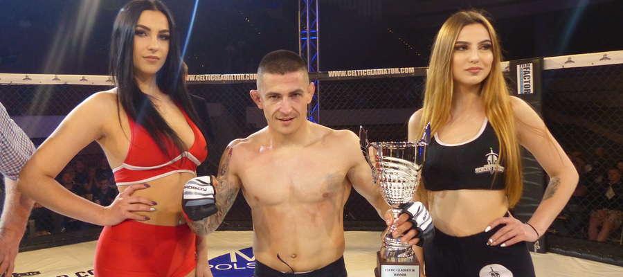 Adrian Błoński (Arrachion Iława) podczas gali Celtic Gladiator 20 wygrał swoją pierwszą zawodową walkę (dotychczas trzy porażki)