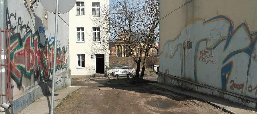 Brama przy ulicy Partyzantów