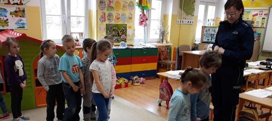 Nauka przez zabawę z dzielnicową mł.asp. Marcelina Radzikowską