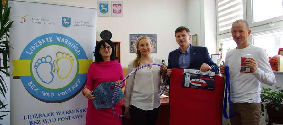 Od lewej: Ewa Lubińska, Bernadeta Małachowska, burmistrz Jacek Wiśniowski oraz Piotr Szutowicz