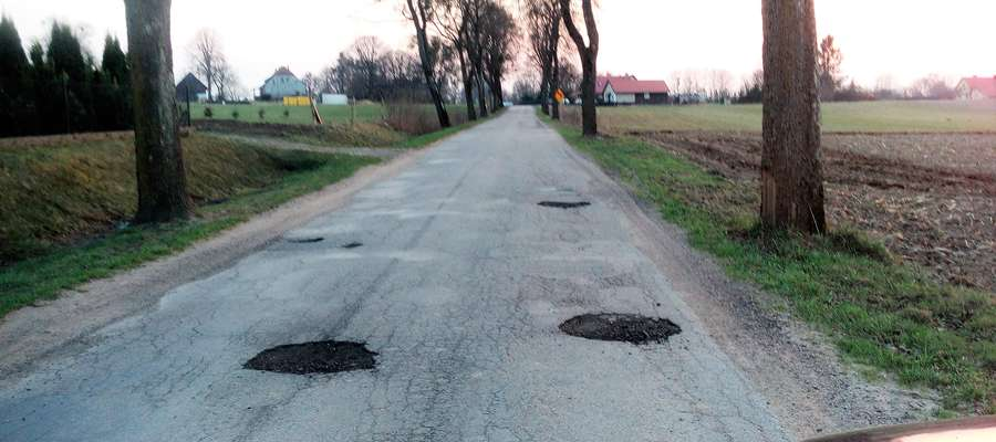 Uwaga, dziura na drodze