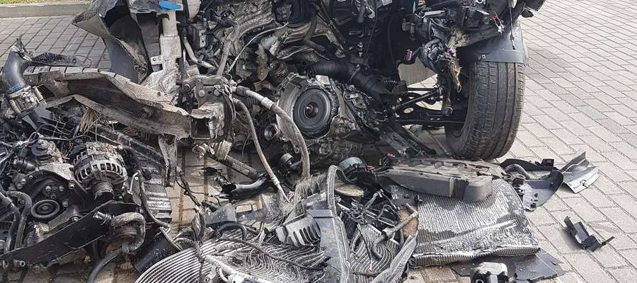 Kierowca poniósł śmierć na miejscu
