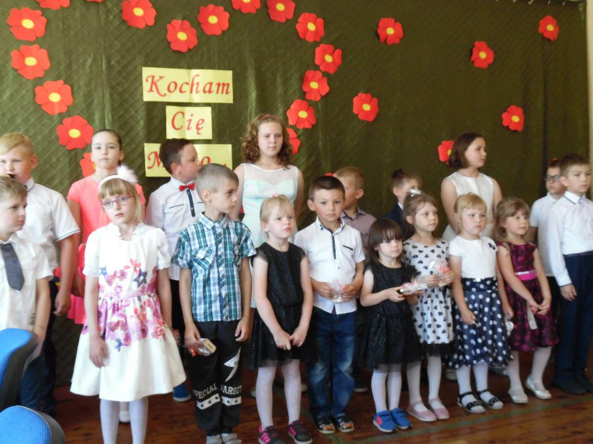 Dzieci ze szkoły w Boleszynie zaprosiły mamy