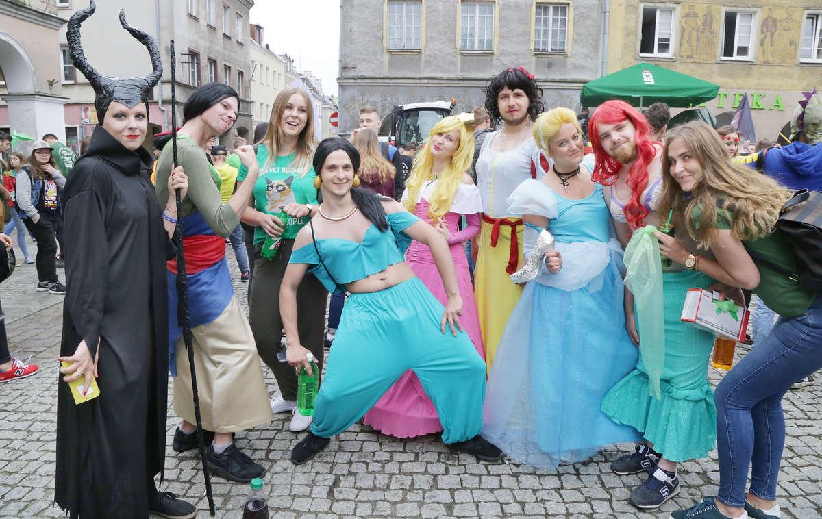Kortowiada 2018: Barwna parada przeszła ulicami Olsztyna! [ZDJĘCIA i relacja LIVE] - full image