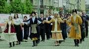 Polonez w parku. Mławskie obchody Konstytucji 3 Maja