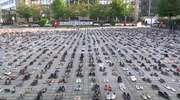 """""""Życie Palestyńczyków ma dla nas znaczenie"""". W Brukseli ustawiono 4500 par butów, symbolizujących zabitych Palestyńczyków"""