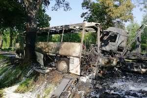 Autokar zderzył się z ciężarówką. Sześć osób trafiło do szpitali. Jedna jest w ciężkim stanie
