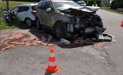 Zderzenie dwóch aut, 6 osób trafiło do szpitali