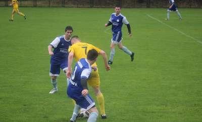 Weekend w okręgówce: trzy porażki i ważna wygrana piłkarzy Victorii [ZDJĘCIA Z MECZU CRESOVII]