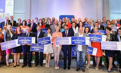 """Laureaci II edycji konkursu grantowego """"Wspieramy rozwój"""" odebrali nagrody"""