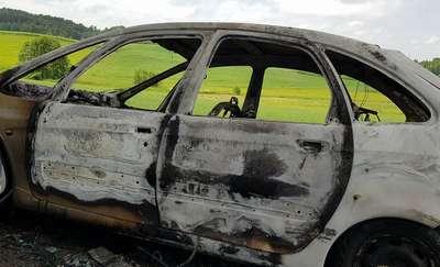Na DK 16 koło Starych Jabłonek spłonął samochód. Ruch odbywa się wahadłowo