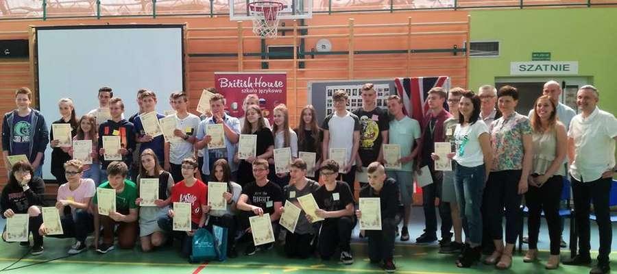 Uczestnicy i organizatorzy Powiatowego Konkursu Języka Angielskiego