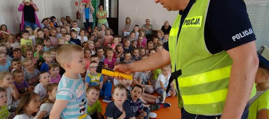 """Akcja """"Bezpieczna droga do szkoły"""" to również spotkania z dziećmi"""