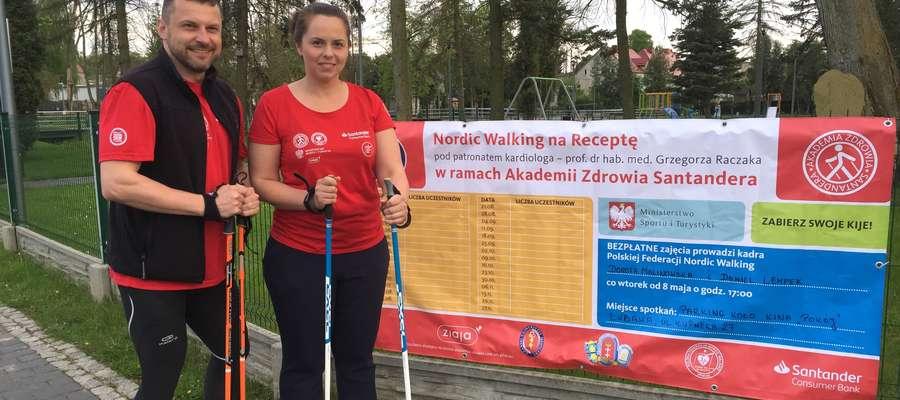 W Lubawie cykl zajęć prowadzą instruktorzy Polskiej Federacji Nordic Walking - Dorota Malinowska i Daniel Lempek