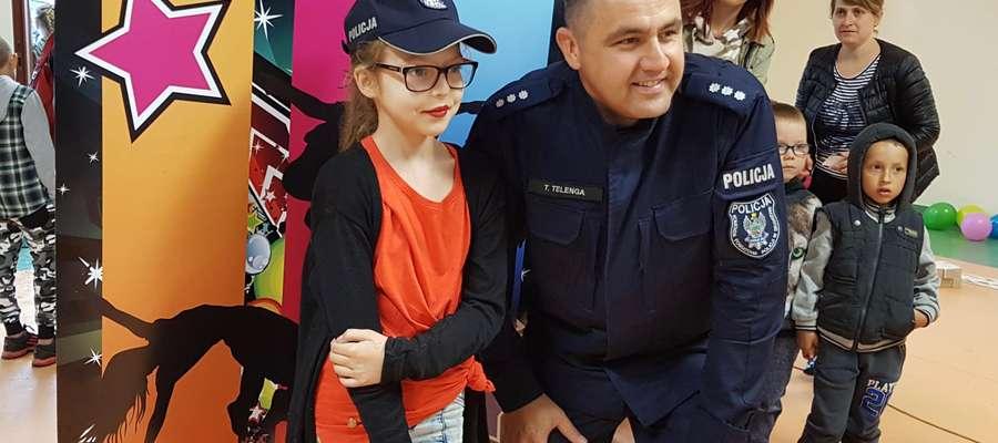 Policjanci na festynie rodzinnym