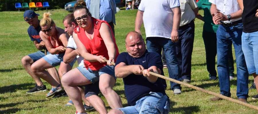 Jedną z konkurencji w ramach Turnieju Sportowego Sołectw było przeciąganie liny