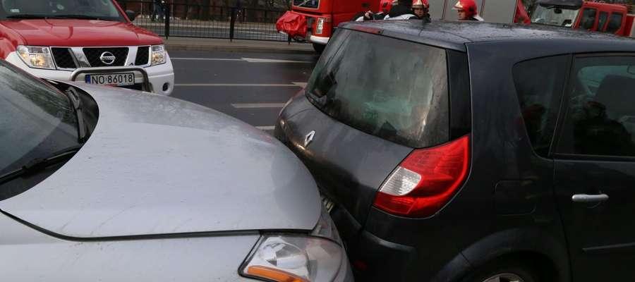 Policyjne statystyki potwierdzają, że seniorzy nie są wielkim zagrożeniem na drodze. Dużo więcej wypadków powodują młodsi kierowcy